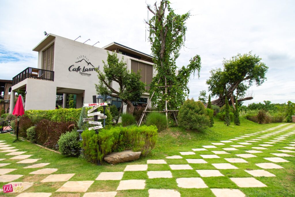 Cafe Laura bar restaurant1