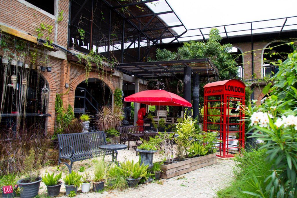 Cafe Laura bar restaurant3