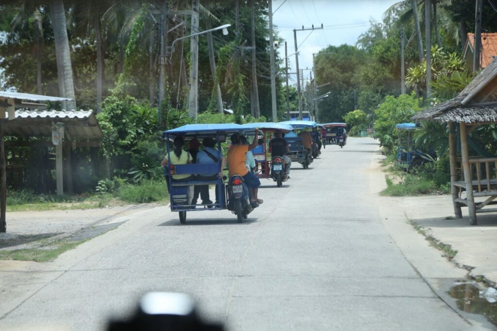 6 3 ล้อรถแท็กซี่หมู่บ้าน