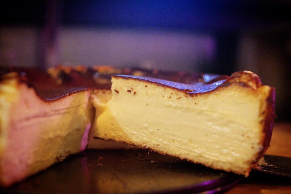 Basque burnt cheese cake 1 Duck You Caferista1